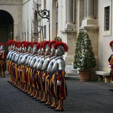 Vatikane koronavirusas patvirtintas jau trylikai šveicarų gvardiečių