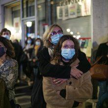 Prancūzijos moksleiviai tylos minute pagerbė islamisto nužudytą mokytoją