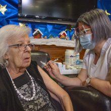 Europos Komisija rekomenduoja iki vasaros nuo COVID-19 paskiepyti bent 70 proc. ES suaugusiųjų