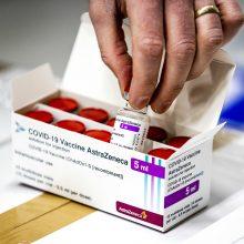 """EVA: """"AstraZenecos"""" vakcinos nauda didėja su amžiumi"""