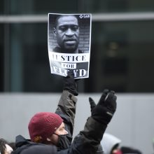J. Bidenas tikisi, kad verdiktas byloje dėl G. Floydo mirties bus teisingas