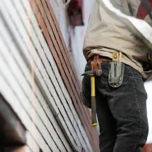 Už nelegalius darbuotojus ir darbo saugos pažeidimus statybvietėse – 74000 eurų baudų