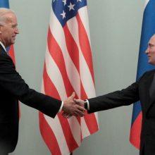 Maskva ragina J. Bideną laikytis konstruktyvesnio požiūrio derybose dėl branduolinio pakto