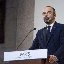 Prancūzijos premjeras streikuojantiems darbininkams siūlo nuolaidų