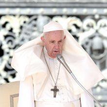 Popiežius žada priimti daugiau pabėgėlių iš Graikijos Lesbo salos