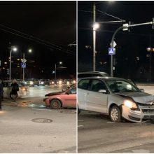 """Taikos prospekte – """"VW Polo"""" ir """"Opel"""" kaktomuša, susidarė automobilių spūstys"""