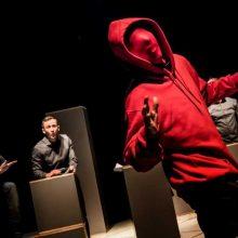 """""""CV, arba Kas aš esu"""": teatro pradžiamokslis statistiniam lietuviui"""