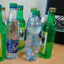 Išsisukti dėl rastų alkoholio butelių norėjusiam vyrui gresia baudžiamoji atsakomybė