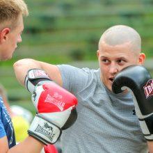 Profesionalų ringą drebinančio lietuvio treneris: tikimės išvengti operacijos