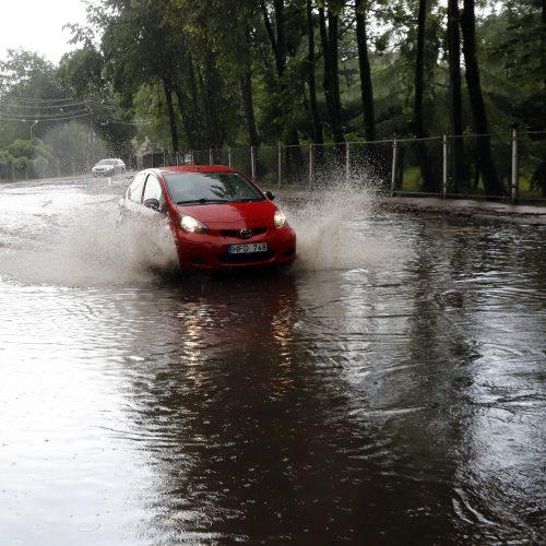 Po liūties ir vėl skęsta Kaunas  © Laimučio Brundzos nuotr.