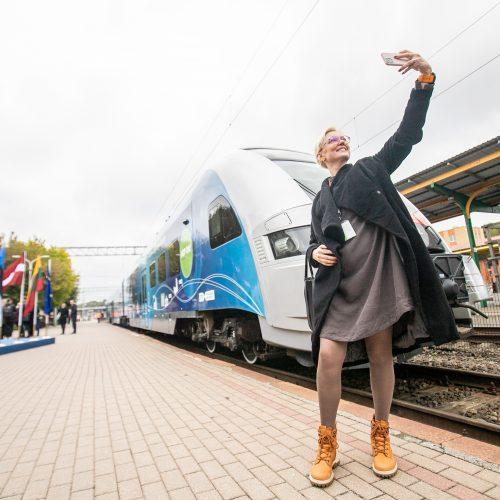 Kauno geležinkelio stotyje susitiko traukiniai iš Lisabonos ir Talino