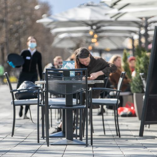 Kauniečių popietė atsivėrusiose lauko kavinėse  © Justinos Lasauskaitės nuotr.