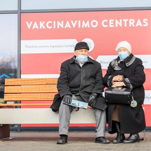 G. Nausėda lankėsi vakcinavimo centre Kaune  © Justinos Lasauskaitės, R. Dačkaus/Prezidentūros nuotr.