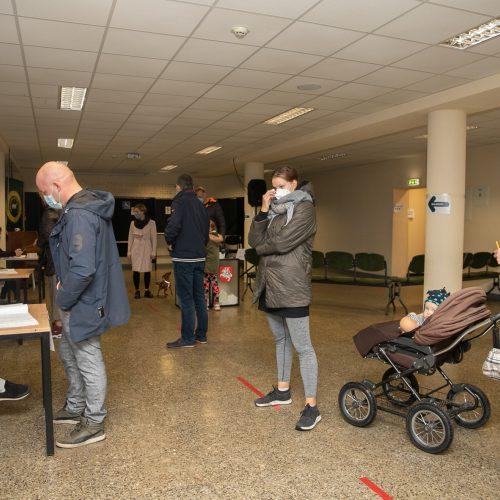 Seimo rinkimų antrojo turo paskutinės balsavimo minutės <span style=color:red;>(Kaunas)</span>  © Justinos Lasauskaitės nuotr.