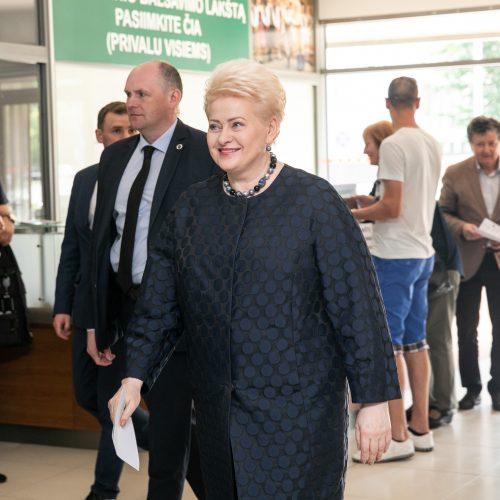 Iš anksto balsavo prezidentė D. Grybauskaitė