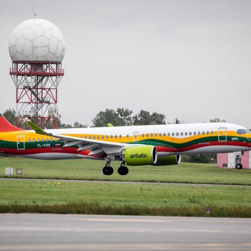 Trispalve papuošto lėktuvo sutiktuvės  © I. Gelūno / Fotobanko nuotr.