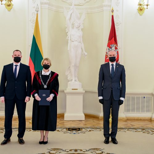 Prisiekė penki nauji teisėjai  © R. Dačkaus / Prezidentūros nuotr.