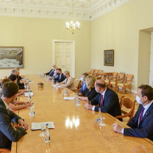 Prezidentas susitiko su partijų lyderiais  © R. Dačkaus / Prezidentūros nuotr.