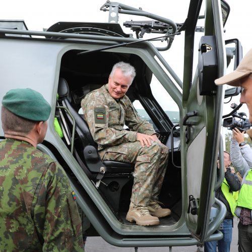 Prezidentas lanko Rukloje dislokuotus karius  © R. Dačkaus / Prezidentūros, G. Markovičienės / ELTOS nuotr.