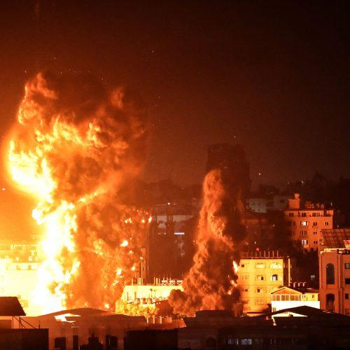 Gazos Ruože tęsiasi Izraelio smūgiai