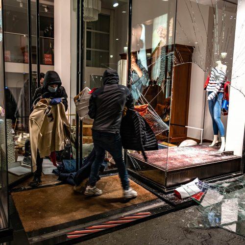 Barselonoje – policijos ir demonstrantų susirėmimai dėl reperio arešto  © Scanpix nuotr.