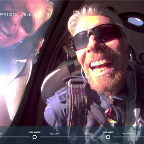 Milijardierius R. Bransonas sėkmingai grįžo į Žemę