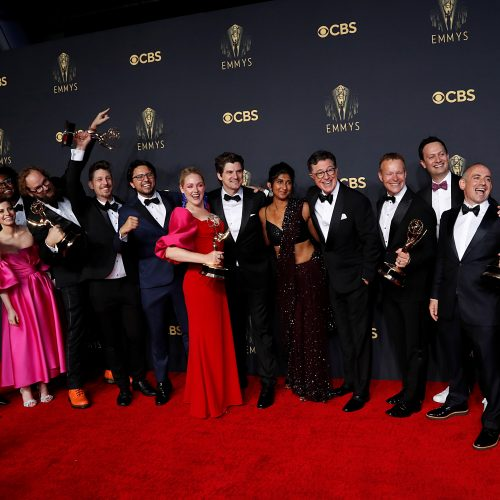 """Emmy"" ceremonijoje – ""Netflix"" ""Karūnos"" ir ""Karalienės gambito"" triumfas"