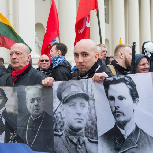 Keli šimtai žmonių žygiavo tautininkų eitynėse Vilniuje