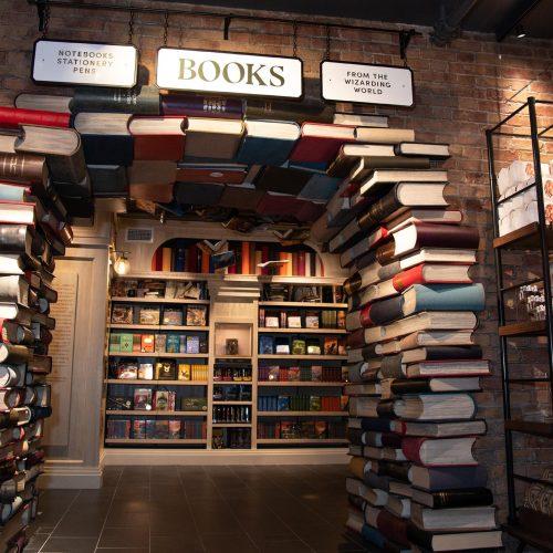 Niujorke atidaryta didžiulė parduotuvė Hario Poterio gerbėjams  © Scanpix nuotr.