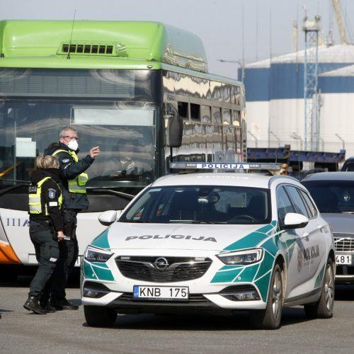 Grįžusius keltu į Klaipėdą pasitiko ginkluota palyda  © Vytauto Liaudanskio nuotr.
