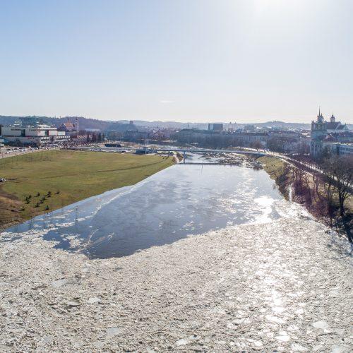 Neryje, ties Žvėrynu, susiformavo ledų sangrūdos  © I. Gelūno / Fotobanko nuotr.