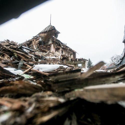 Nugriauta tarpukario vila Žaliakalnyje po žiemos