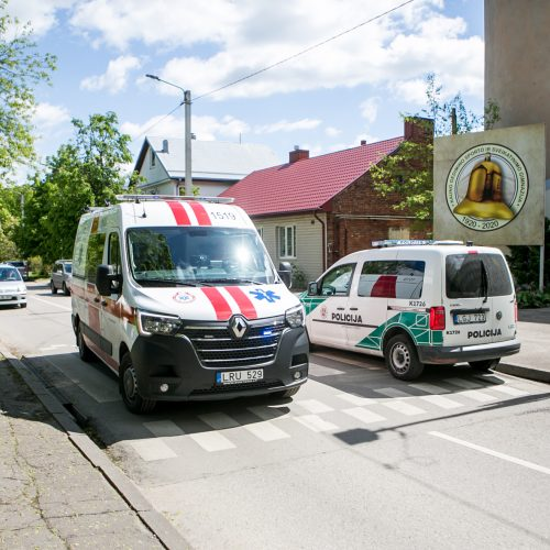 Kaune pro gimnazijos langą iškrito nepilnametis
