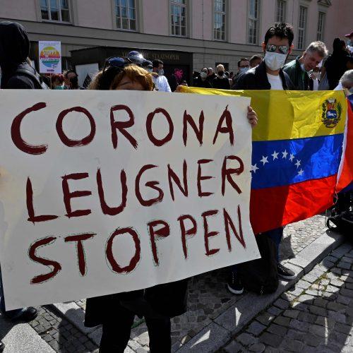 Koronaviruso skeptikų demonstracija Vokietijoje