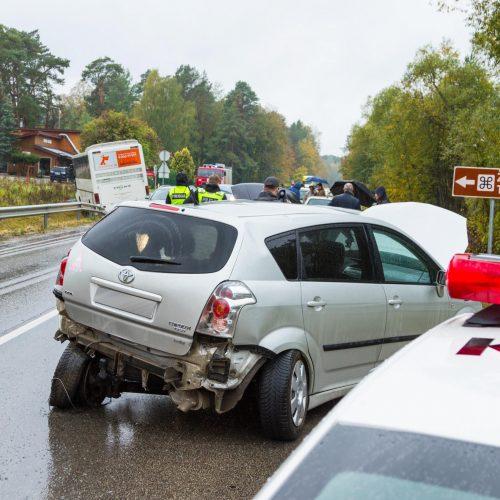Autobuso ir dviejų lengvųjų automobilių avarija Kačerginėje  © Laimio Steponavičiaus nuotr.