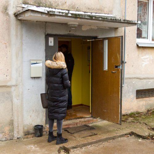 Iš griūvančio daugiabučio evakuoti gyventojai grįžo namo  © Laimio Steponavičiaus nuotr.