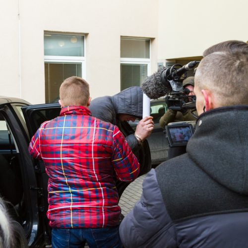 Įtariami žmogžudyste Garliavoje atvesdinti į teismą  © Laimio Steponavičiaus nuotr./ Vilmanto Raupelio nuotr.