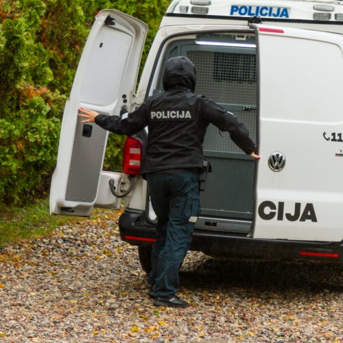 Krata policijos sulaikyto BMW vairuotojo namuose  © Laimio Steponavičiaus nuotr.