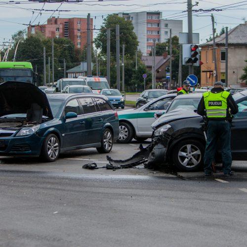 Avarija Savanorių ir Taikos prospektų sankryžoje  © Laimio Steponavičiaus nuotr.