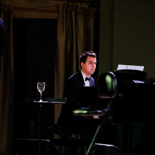 Kauno valstybinėje filharmonijoje skambėjo auksinės Franko Sinatros dainos  © Laimio Steponavičiaus nuotr.