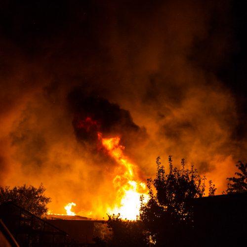 Didžiulis gaisras Karmėlavoje  © Laimio Steponavičiaus nuotr.