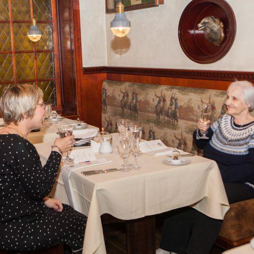 """Prancūziškas vakaras restorane """"Medžiotojų užeiga""""  © Laimio Steponavičiaus nuotr."""