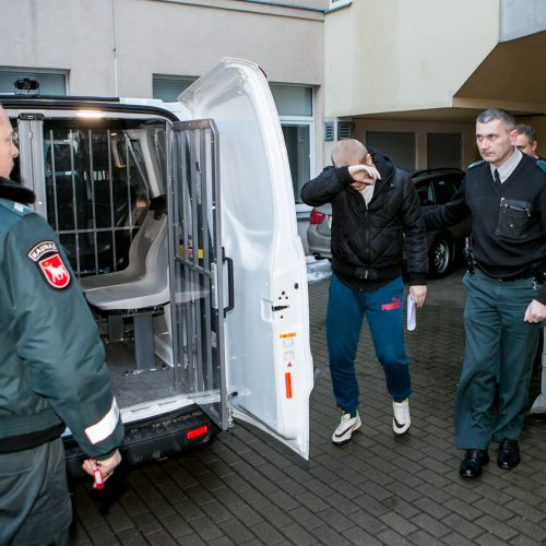 Įtariamasis išpuoliu Aleksote atvesdintas į teismą  © Vilmanto Raupelio nuotr.