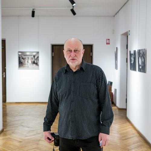 """R. Požerskio paroda """"Kauno menininkai ir mūzos""""  © Vilmanto Raupelio nuotr."""