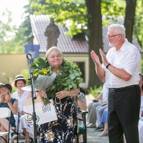 """Pagerbta """"Poezijos pavasario"""" laureatė D.Zelčiūtė"""
