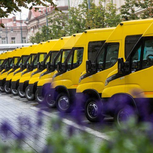 Savivaldybėms perduoti 25 geltonieji autobusiukai