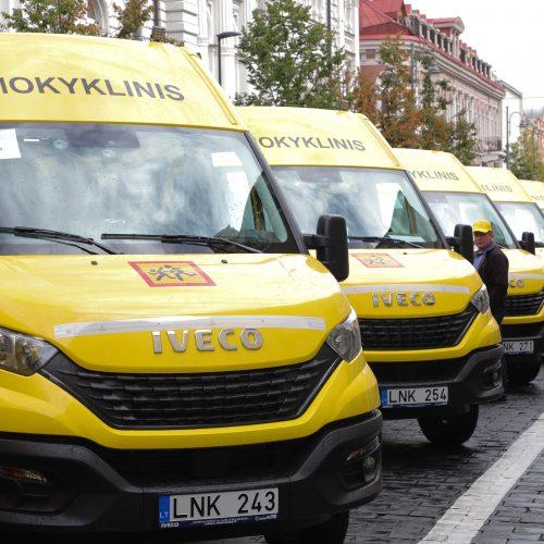 Savivaldybėms perduoti 25 geltonieji autobusiukai  © I. Gelūno / Fotobanko, D. Labučio / ELTOS nuotr.