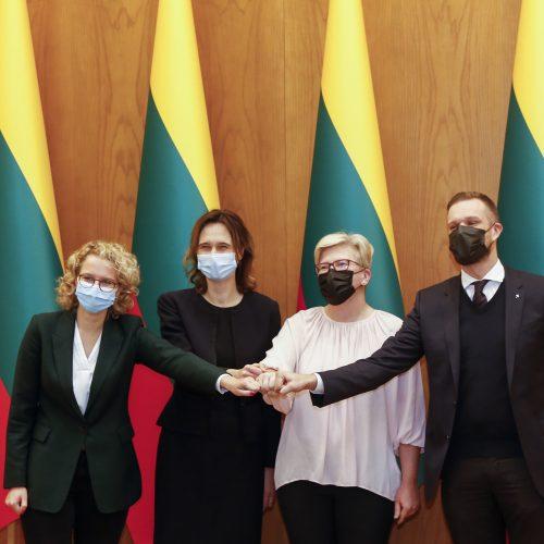 Trijų partijų lyderiai pasirašė koalicinę sutartį