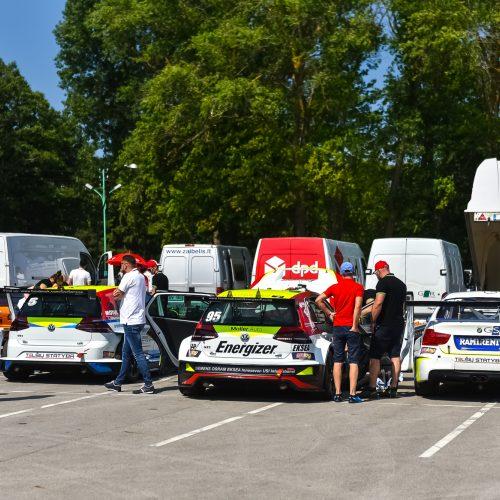"""""""Aurum 1006 km lenktynių"""" techninė komisija  © A. Brazaičio ir V. Pilkausko nuotr."""