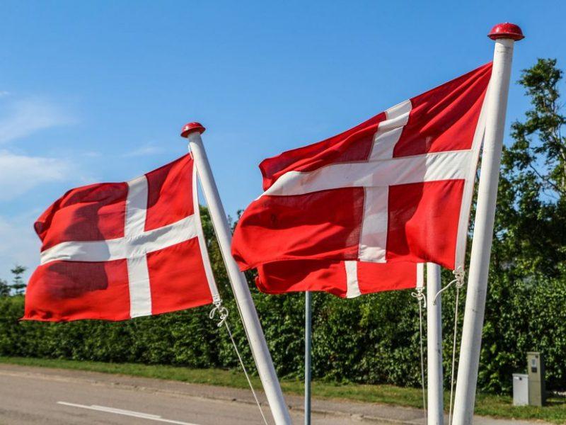 Dėl nurodymo uždaryti kailių fermas atsistatydino Danijos žemės ūkio ministras